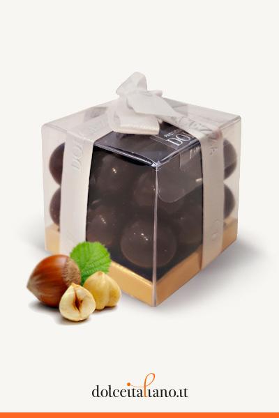 Dragèes - nocciole ricoperte con cioccolato fondente